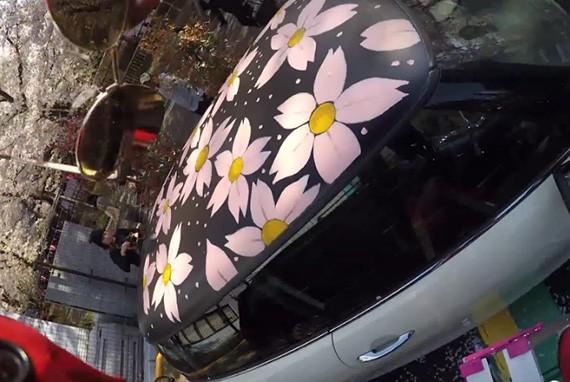 MINIのルーフに桜を描く ライブペイント映像